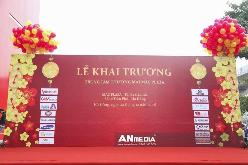thi-cong-backdrop-khai-truong