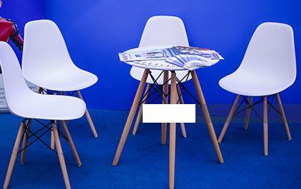 Bộ bàn nhựa chân gỗ Eames